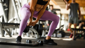 woman wokring out at the gym